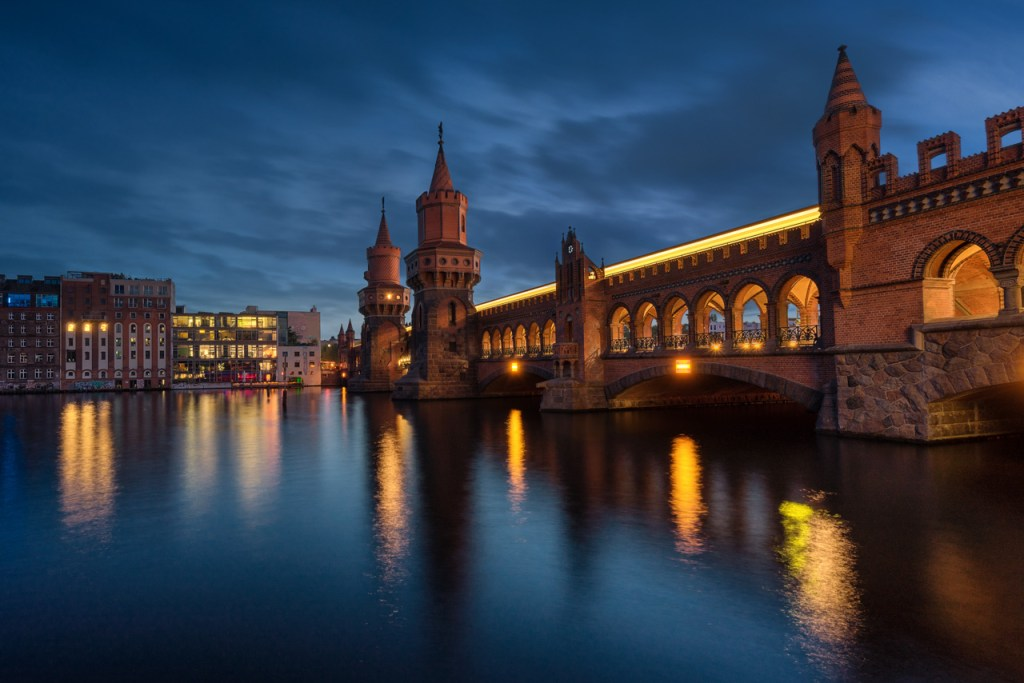 Die Oberbaumbrücke in Berlin Kreuzberg.