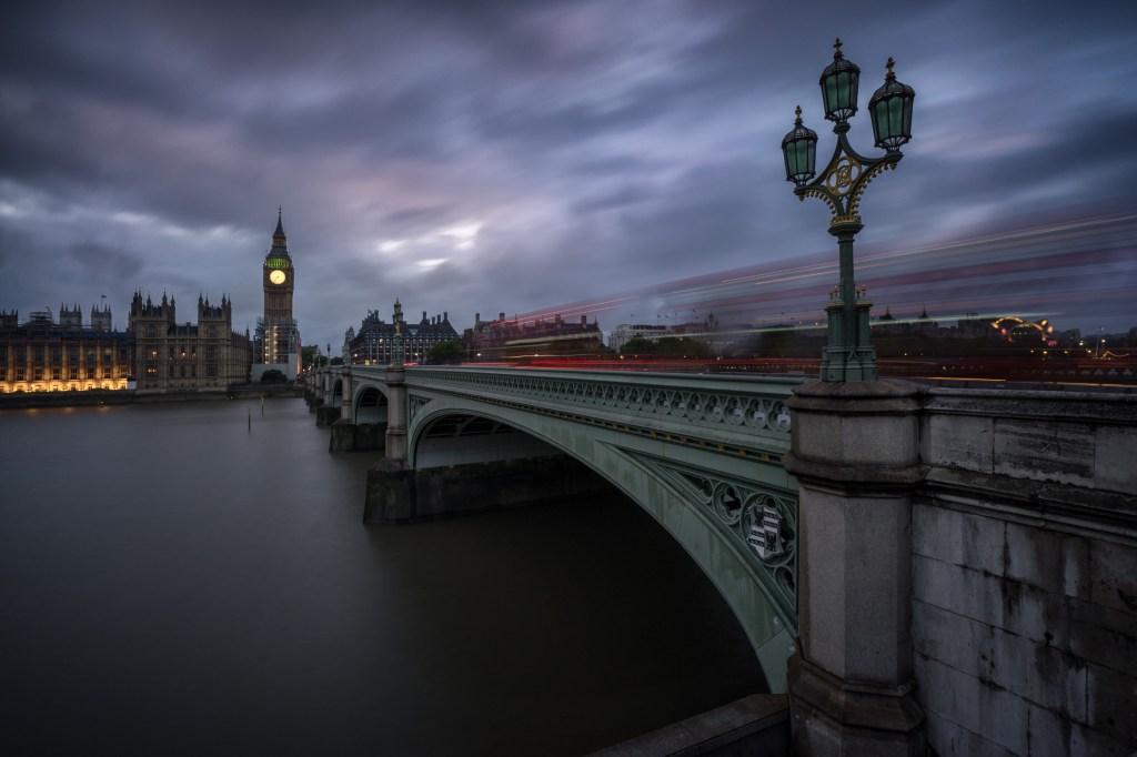 Westminster Bridge, Houses of Parliament und Big Ben in London