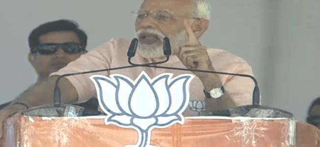 कांग्रेस के शासन में भ्रष्टाचार एक्सीलेटर पर और विकास वेंटिलेटर पर होता है – नरेन्द्र मोदी