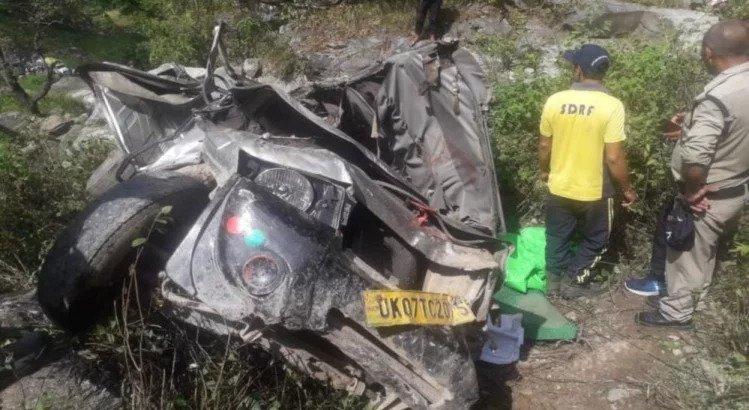उत्तराखंड में यात्री वाहन दुर्घटनाग्रस्त, 3 लोगों की मौत और 7 लोग घायल