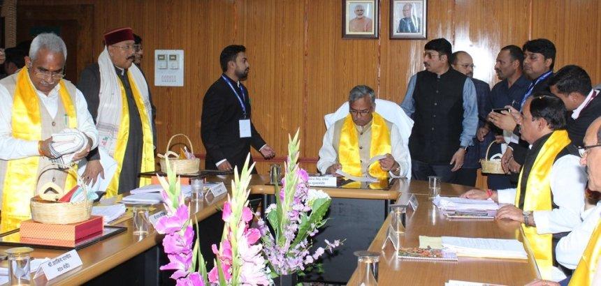 Uttarakhand महासंकट, CM सहित पूरा मंत्रीमंडल हो गया क्वारंटीन, वरिष्ठ अधिकारी भी, कारण पढ़िये