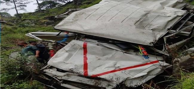 Uttarakhand खाई में गिरा बोलेरो यात्री वाहन, बच्ची समेत 2 की मौत, 3 लोग घायल