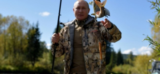 रूसी राष्ट्रपति व्लादिमीर पुतिन की तस्वीरें वायरल, देखिए क्रेमलिन ने साइबेरिया में छुट्टी बिताने की तस्वीरें की रिलीज