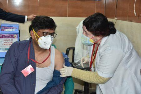 भारत की ऐतिहासिक उपलब्धि, टीकाकरण 100 करोड़ के पार, पीएम मोदी ने दी बधाई