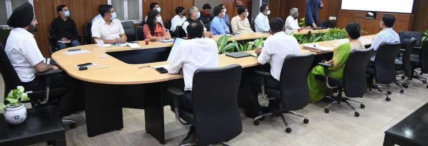 Uttarakhand अब माउंटेनियर्स और ट्रैकर्स के लिए रिस्टबैंड की होगी व्यवस्था, इससे लोकेशन की जानकारी मिल सकेगी