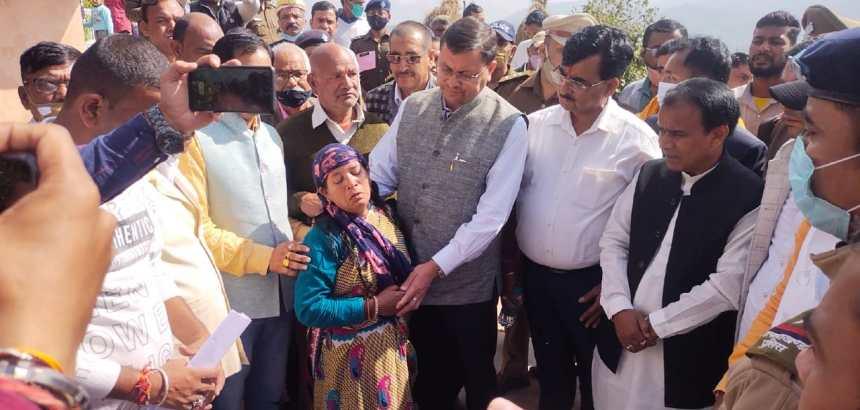 Video Uttarakhand चंपावत पहुंचे मुख्यमंत्री, आपदा पीड़ितों से मुलाकात की, अधिकारियों को दिये निर्देश