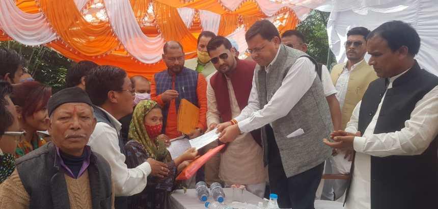 Uttarakhand धारचूला में मुख्यमंत्री ने आपदा पीड़ितों को चैक वितरित किये, पिथौरागढ़ में अधिकारियों को जरूरी निर्देश दिये