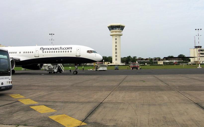 aeroportul datând într- adevăr decolarea)