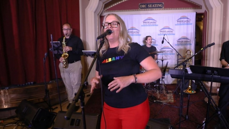 """VIDEO: Erin Harkes Performs Prince's """"Kiss"""" at the Palace Theatre in Albany, NY"""