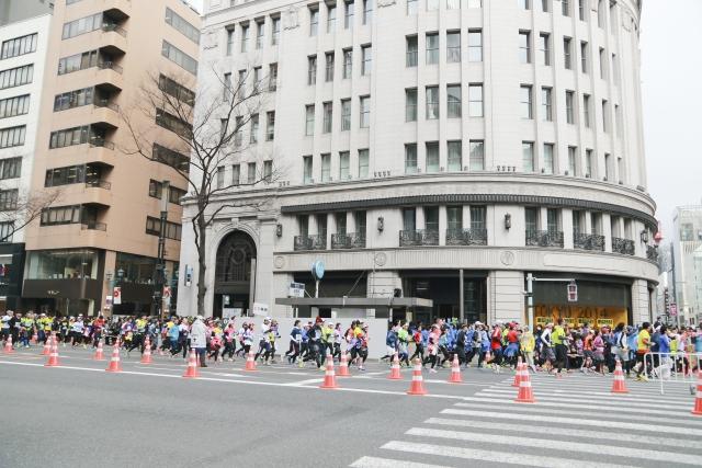 東京マラソン芸能人を近くで応援するには?おすすめポイントは?