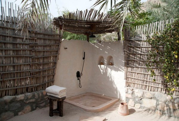 975x660_06_outdoor-shower