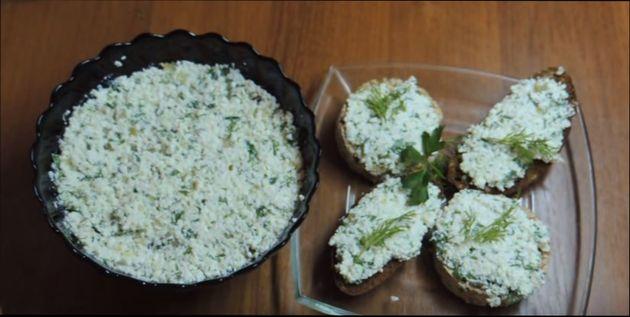 salat-s-tvorogom-i-zelenju