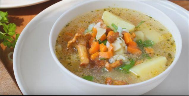 Грибной суп из лисичек с плавленым сыром