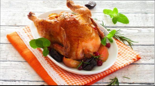 Курица в фольге в духовке с черносливом