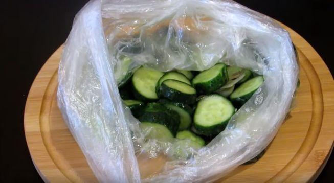 Рецепт приготовления огурцов в целлофане за 2 часа