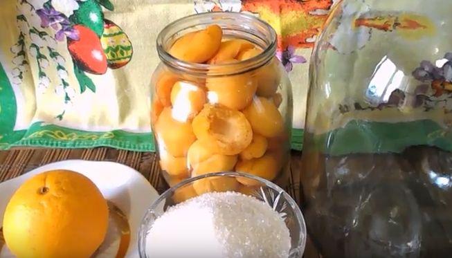 Абрикосовый компот с апельсином в трехлитровой банке