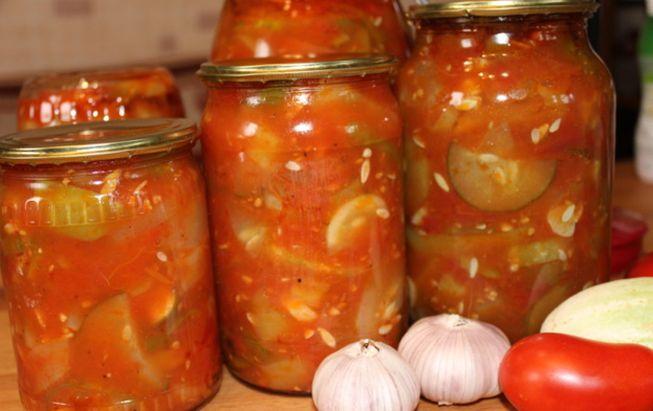 Грузинский огуречный салат с помидорами и перцем