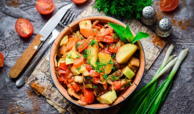 Рецепт овощного рагу с кабачками, баклажанами и картошкой