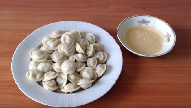 Как варить пельмени и как подготовить вкусный соус