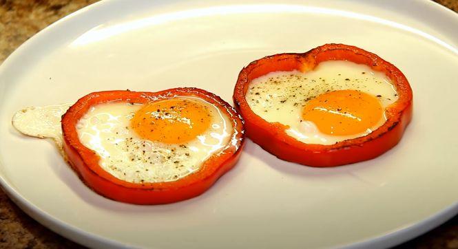 рецепт яичницы в медальонах из болгарского перца
