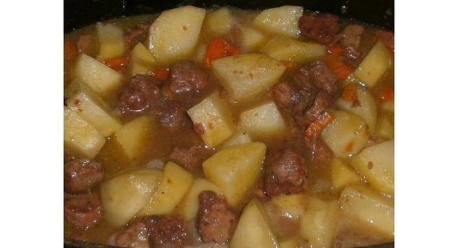 картошка с тушёнкой в кастрюле
