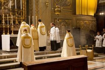 S.R.E. Card. Brandmüller conduciendo las Vísperas en la Basílica de San Pedro.