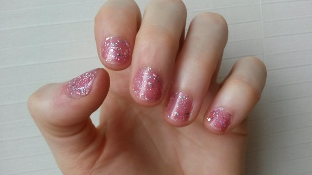Sparkly nails c/o Etude House