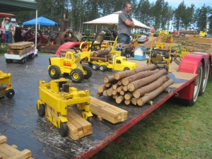 Working Tonka trucks, working in the woods. It was a real treat to see so many vintage and antique Tonka trucks in a realistic setting.