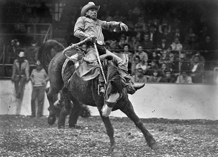 Kenny McLean saddle bronc rider