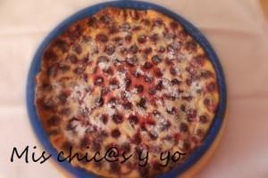 pastel con cereza natural