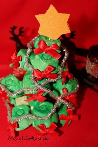 Manualidad árbol de Navidad con hueveras