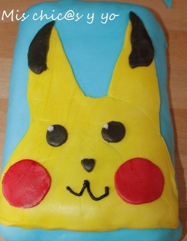 Tarta de aniversario con dibujo de Pikachu