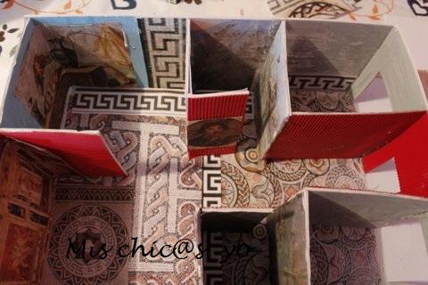 Maqueta escolar de una casa o domus romana con atrio y peristilo