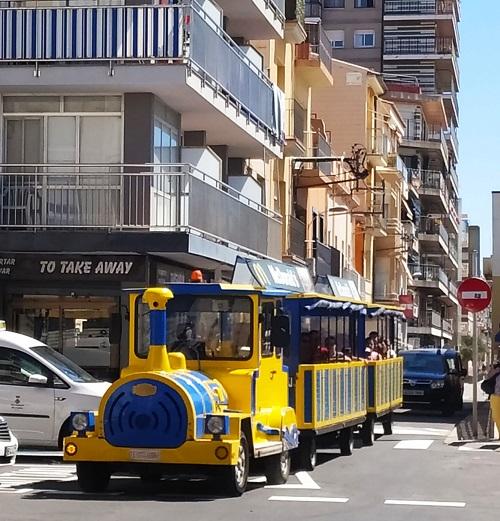 Carrilet de Calella en su recorrido por la ciudad