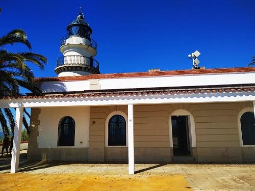Vistas del edificio del faro de Calella
