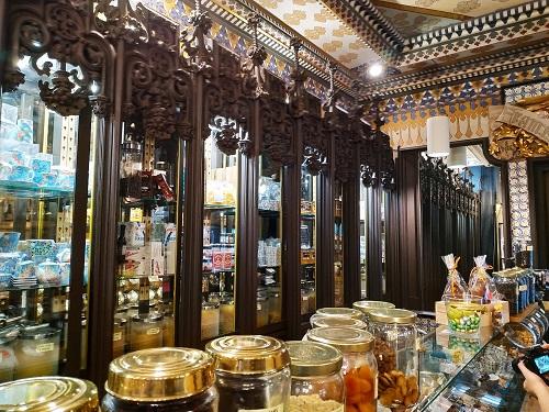 Interior de la tienda La Confianza en Mataró. Maresme