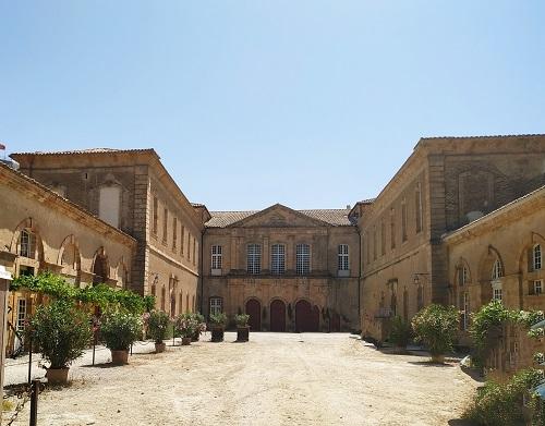 Patio de la abadía de Sainte Marie d'Orbieu