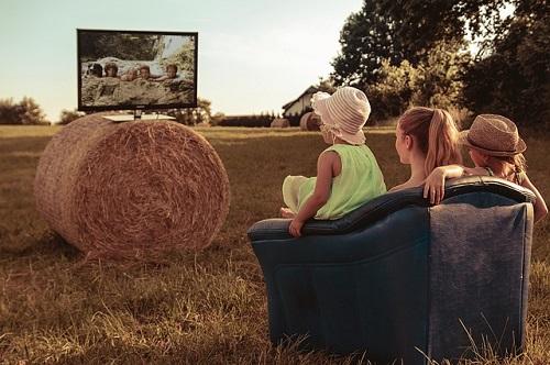 Viendo la televisión en familia