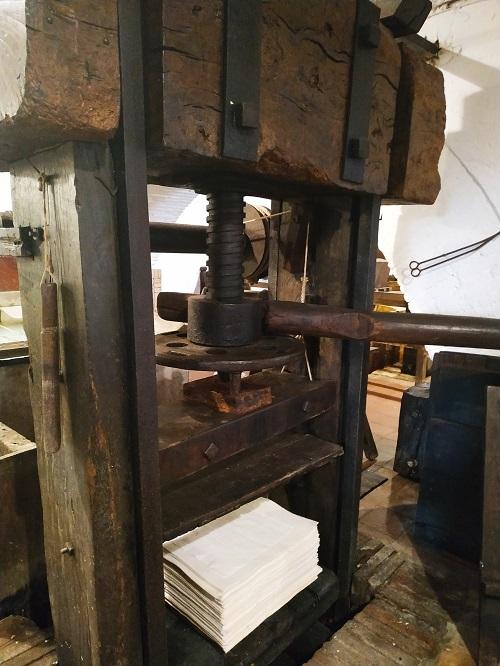 prensa de papel