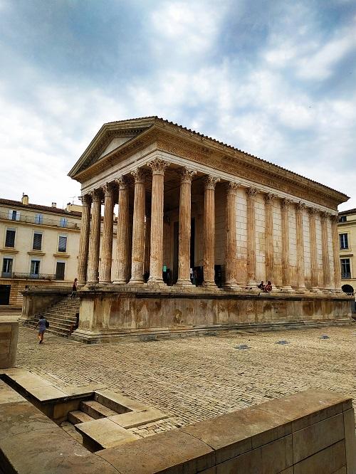 Maison carrée templo romano