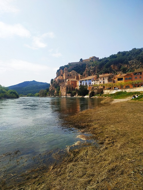 Vista del pueblo de Miravet