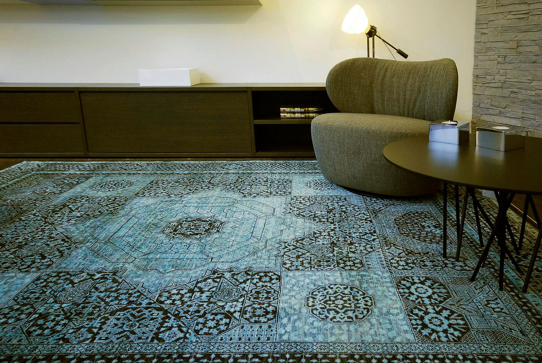 Englisch Teppich Rug Of The Month Mischioff Ag