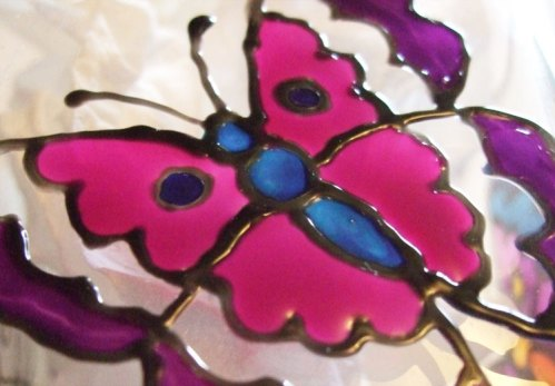 Using Pebeo Vitrea 160 Bengal Pink color to paint the inside wing of the butterfly