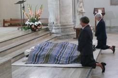 Prostration des professes pendant la litanie des saints
