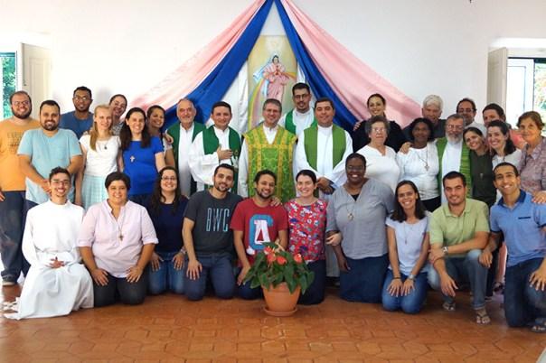 Pe. Serafim do seminário de Braga com os missionários da Aliança