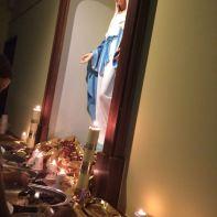 Imagens de Nossa Senhora das Graças em jantar chinês