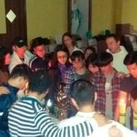 Jovens chineses adoraram a Eucaristia