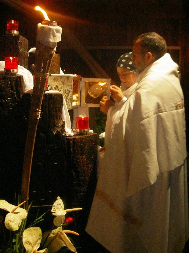 Maria Paola diante do sacrário.
