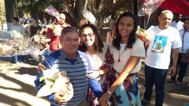 missionárias e idoso acolhido