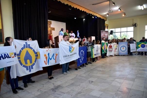 bandeiras dos movimentos jovens